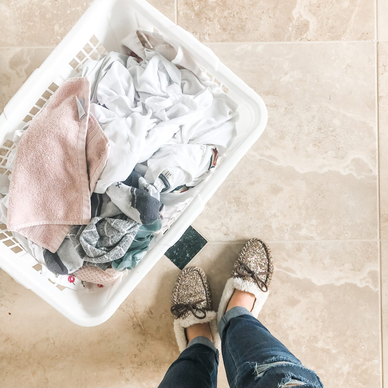 NON-TOXIC WAYS TO DO LAUNDRY
